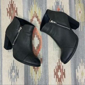CATHY JEAN Black Zipper Ankle Heels Booties Size 9
